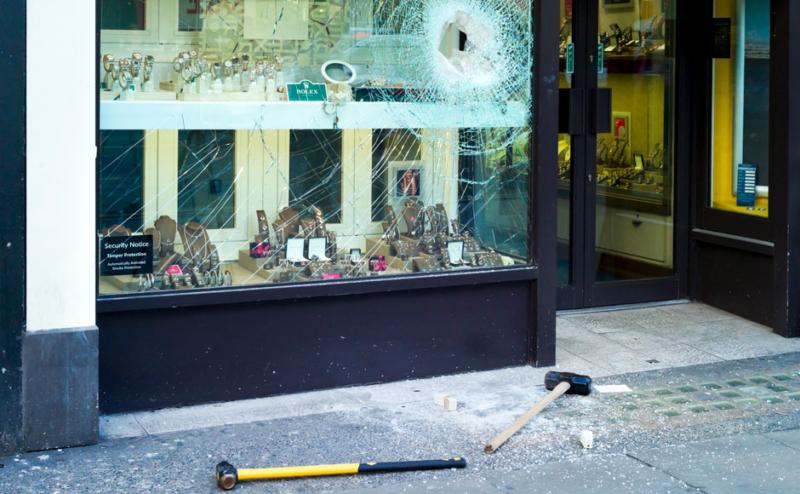 Inbrott i guldsmedsaffär – Skydda dina fönster med FerraPod unikt säkerhetsklassat skalskydd